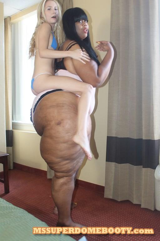 Super booty 50 inch mega bbw booty